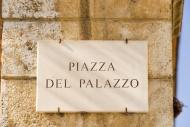 Sign, Piazza del Palazzo, L\'...