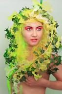 Woman with a headdress made o...