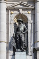 Statue protected with anti-bi...