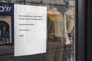 Clothes shop\'s closing notic...